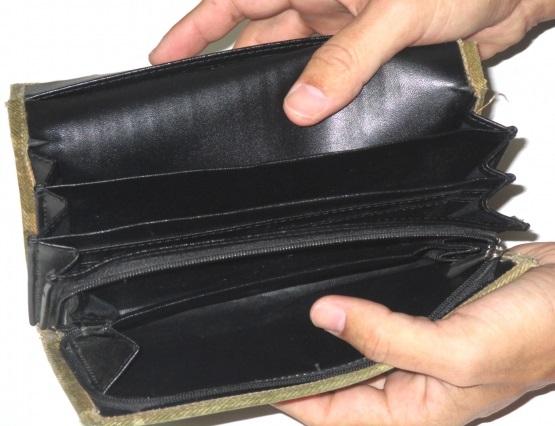 お金のないボロ財布