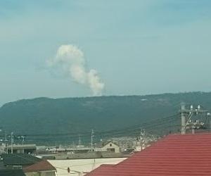狼煙のような噴火